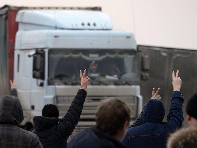 Военные иполицейские заблокировали бастующих дальнобойщиков вДагестане