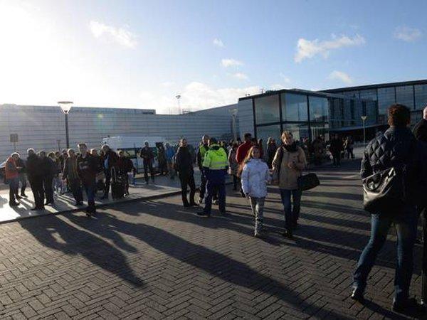 Неменее тысячи человек эвакуировали изгостиницы «Космос» в столице России