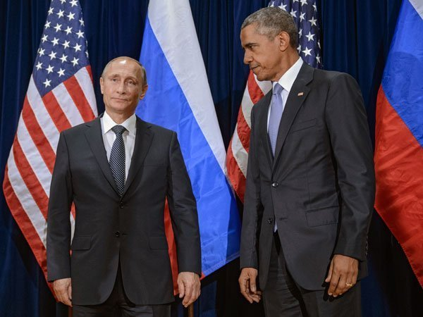 Путин поздравил Обаму сНовым годом вместо высылки американских дипломатов