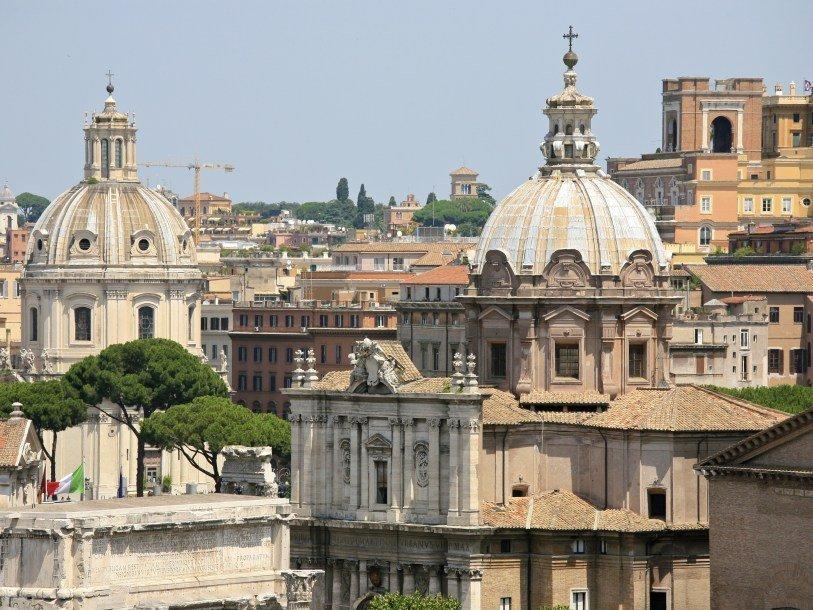 Вцентре Рима прогремело два взрыва