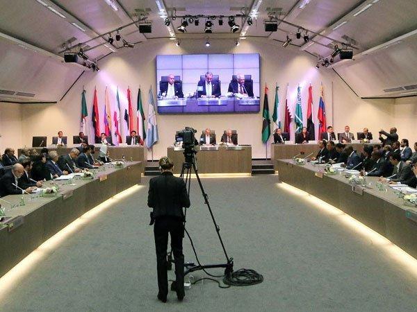 Bloomberg узнало озаключении сделки ОПЕК после ночного разговора Новака