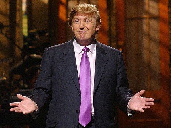 Трампа впроцессе предвыборого митинга вНеваде увели сосцены