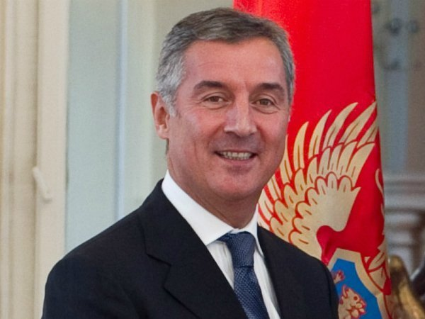 Черногория вНАТО: безвизовый режим сРоссией неотменят