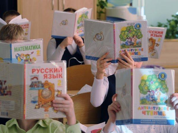 Руководитель Минобрнауки пообещала резко снизить количество учебников