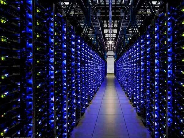 Принятие антиэкстремистского пакета обойдется сотовым операторам втриллионы руб.