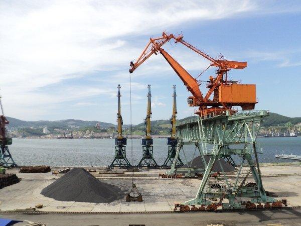 КНДР вобход санкций поставляет уголь в РФ