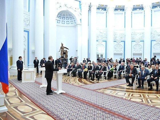 Путин представит кгосударственным наградам пятерых уволившихся губернаторов