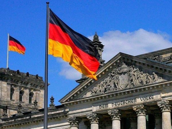 Флаги над зданием Бундестага