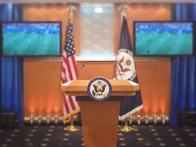 США высылают изстраны 35 русских дипломатов