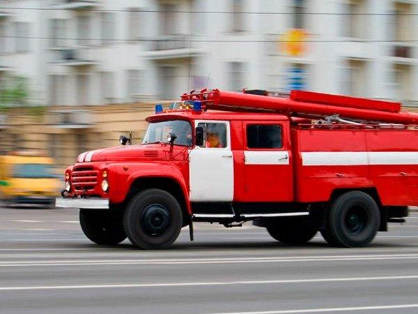 В Твери из ТЦ эвакуировали 300 человек из-за пожара. Пожарная машина. 47d56d3bce2