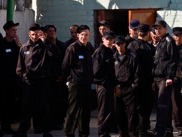 Заключенные в колонии