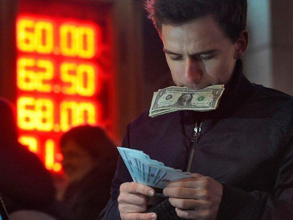 Специалисты Bloomberg прогнозируют летом курс 70 руб. задоллар (0)