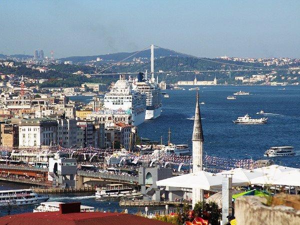Корабли ВМФРФ пересекают Босфор под усиленной охраной из-за возможности нападенийИГ