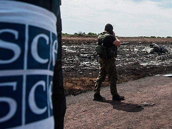 Работник ОБСЕ умер при подрыве автомобиля миссии вЛНР