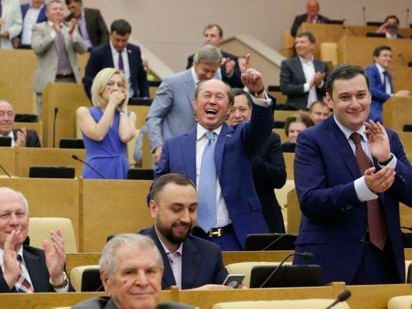 В Государственную думу РФпроходят 4 парии— Экзит-пол ВЦИОМ