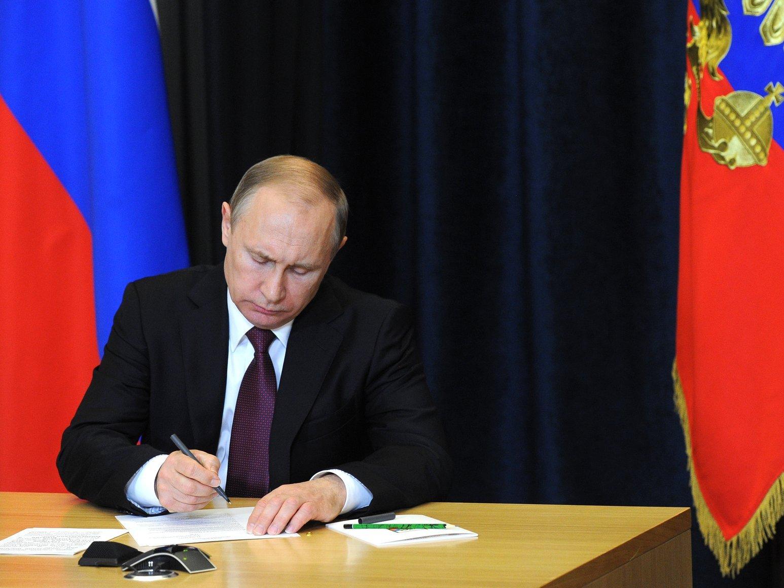 Путин одобрил ограничение прав натрансляцию судебных заседаний