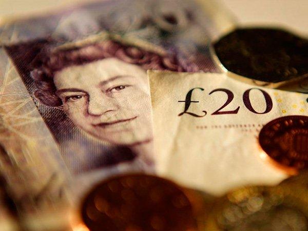 За168 лет британский фунт обрушился доминимума