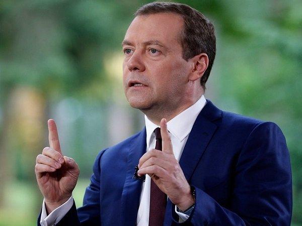 Д. Медведев  запретил доминирующим организациям  нарынке называться «Россия»