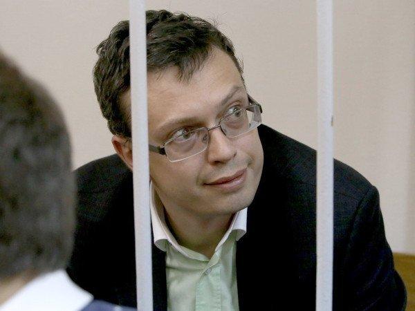 Суд отказался освободить обвиняемого вполучении взятки генерала СКР