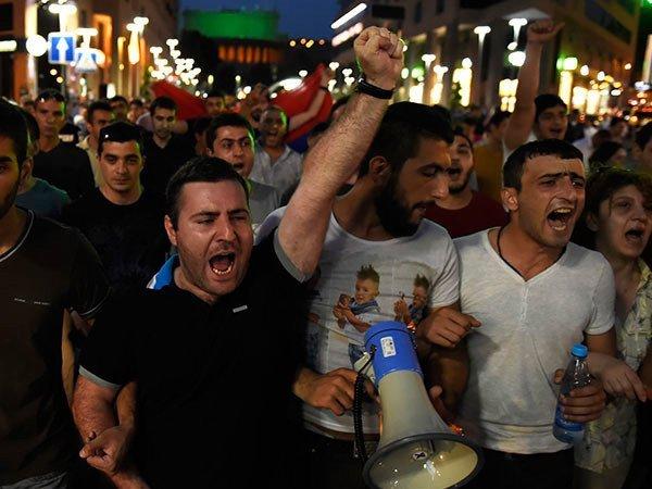 ВАрмении объявили оначале «бархатной революции»