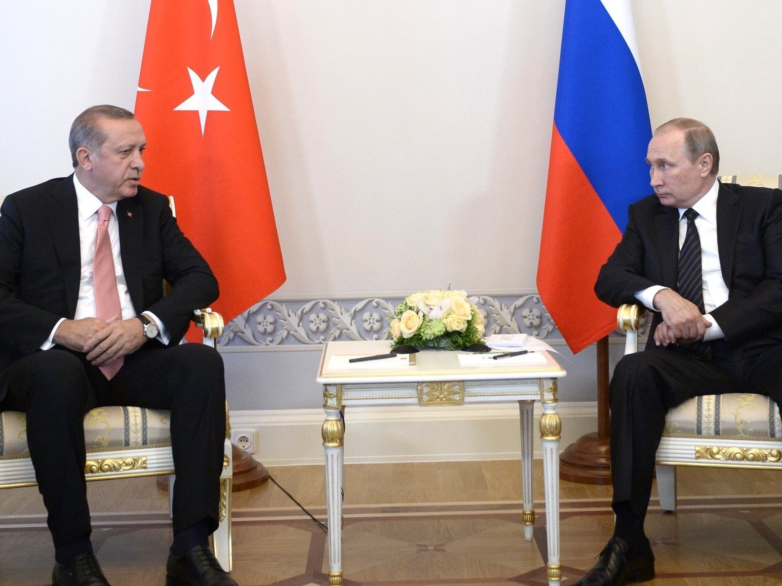 Завершились переговоры В. Путина иЭрдогана вузком формате
