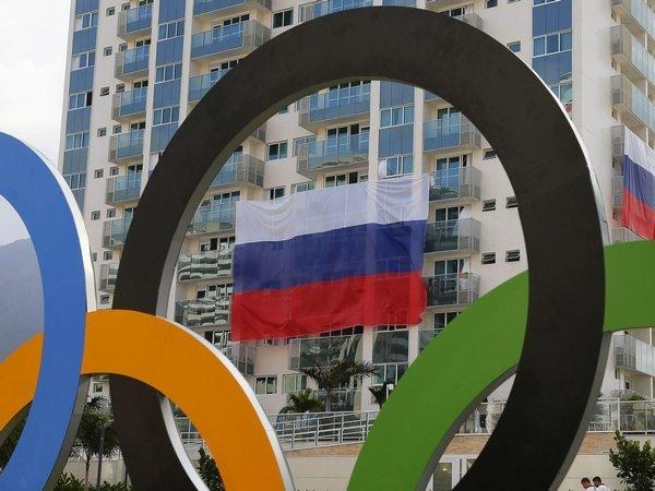ВОлимпийской деревне сорвали флагиРФ