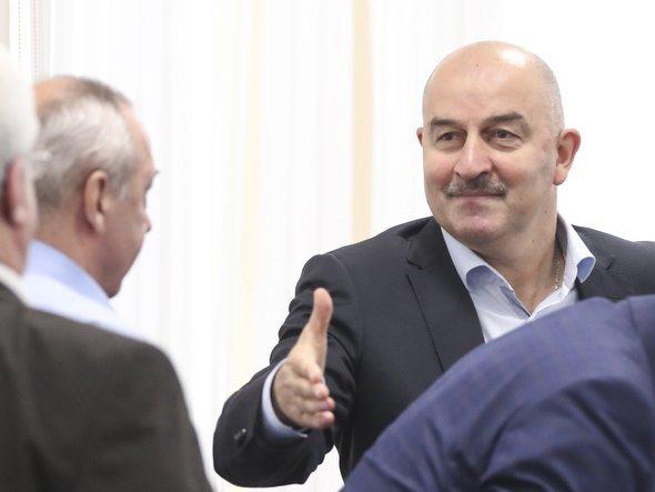 Станислав Черчесов— главный тренер сборной Российской Федерации пофутболу