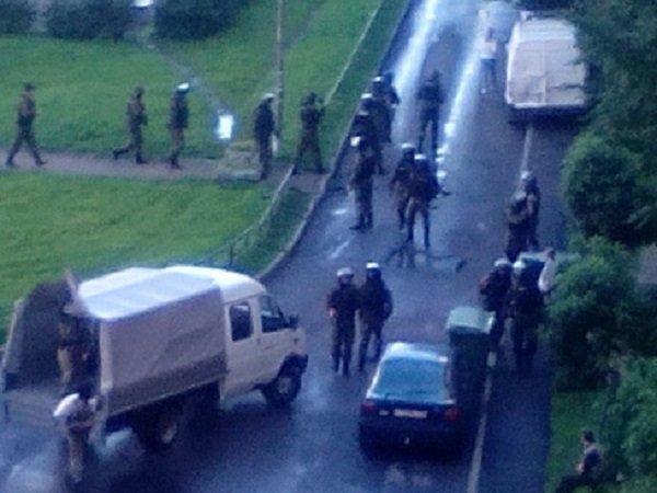 Задерживают боевиков сКавказа, один спецназовец ранен— Спецоперация вПитере