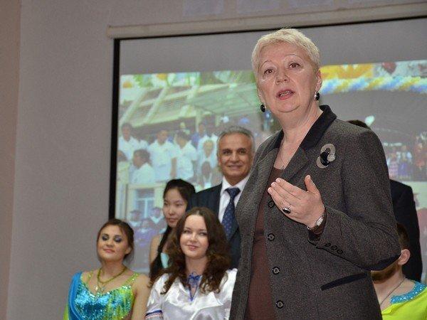 Министр образования— о«возврате клучшим традициям советской школы»