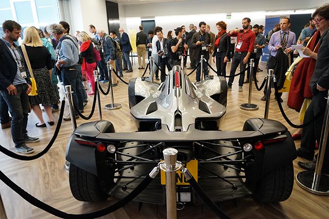 В Институте графена журналистам показали гоночный авто из графена