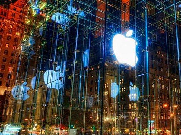 Ночной вид магазина Apple