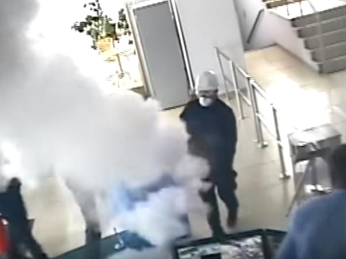 Вглобальной сети появилось видео скамер наблюдения вдень поджога офиса «Интера»