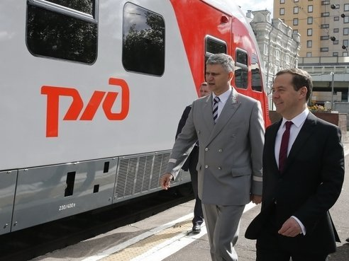 Медведев обсудит развитие железнодородных пассажирских перевозок