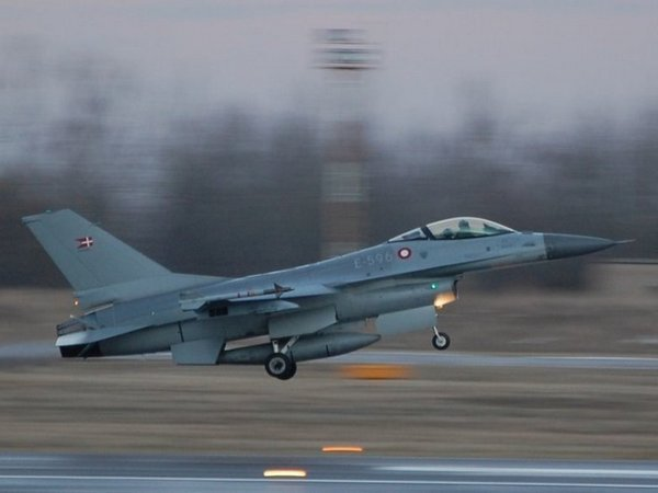 СМИ проинформировали, что Дания хочет отозвать ВВС изСирии иИрака