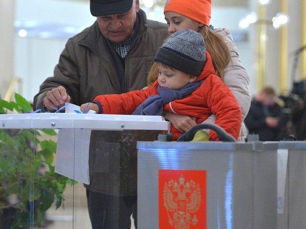 Думская молодежь просит разрешить россиянам голосовать с16 лет