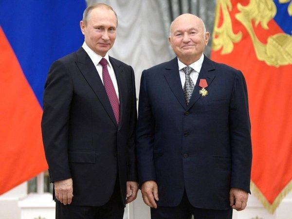 Лужков считает, что орден от В. Путина возвратит его избезвременья