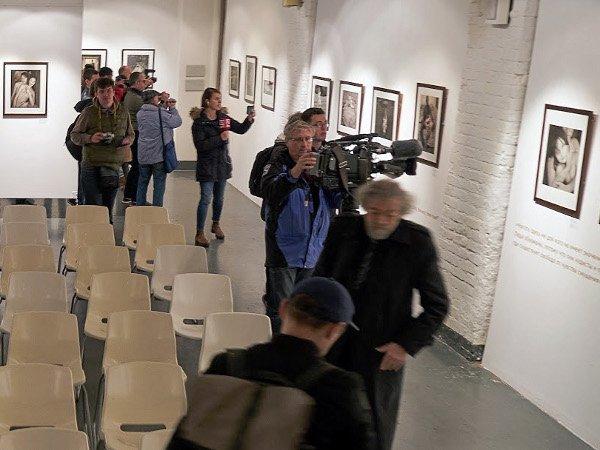 Навыставке Джока Стерджеса в столице разлили пахучую жидкость