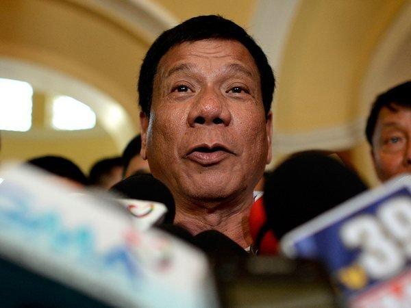 Отпрезидента Филиппин требуют извинений за выражение оХолокосте
