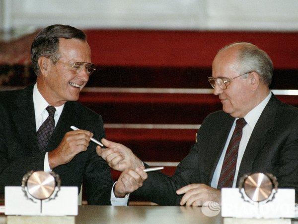 Картинки по запросу Джордж Буш-старший и Михаил Горбачев