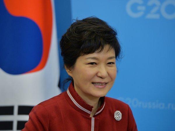 Прошлый президент Южной Кореи Пак Кын Хеприговорена к24 годам тюрьмы