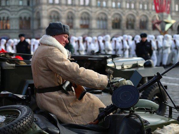 НаКрасной площади прошел марш вчесть парада 1941 года