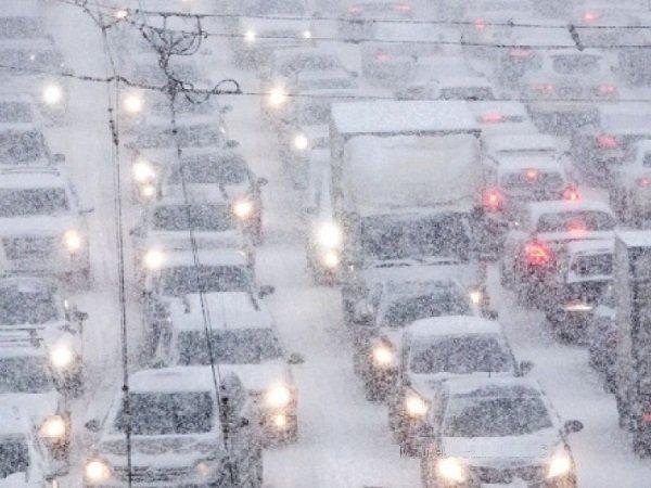 Из-за гололеда в российской столице засутки случилось около 900 ДТП