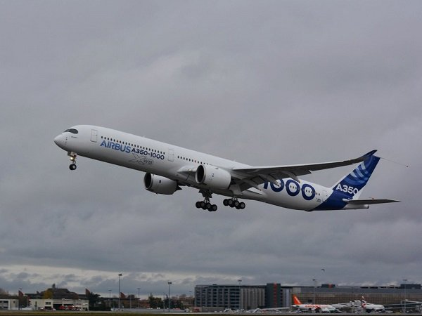 ВоФранции впервый раз поднялся ввоздух новый Airbus A350