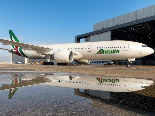 Alitalia планирует уменьшить две тысячи служащих