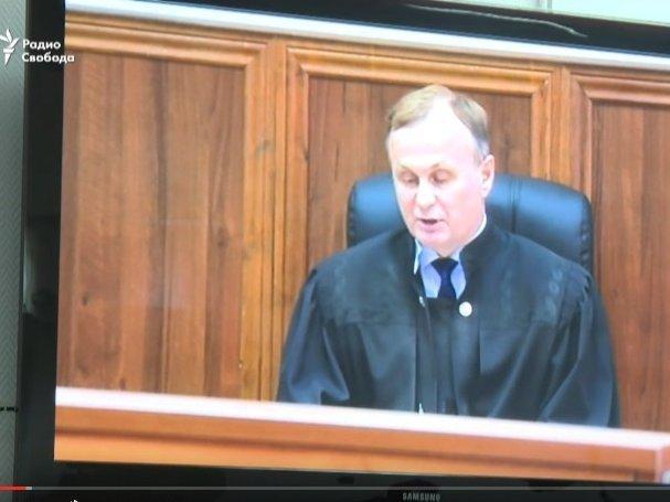 Суд продолжает рассматривать дело огосизмене Януковича