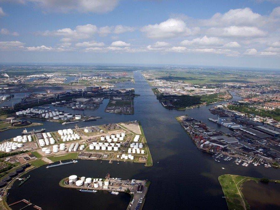 Экипаж русского  судна объявил забастовку впорту Амстердама