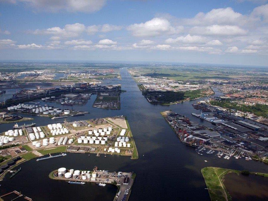 ВАмстердаме экипаж русского судна объявил забастовку