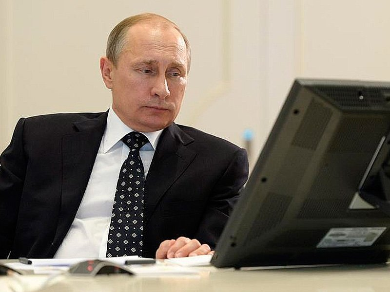Путин поручил принять закон о переходе к прямым договорным отношениям в ЖКХ