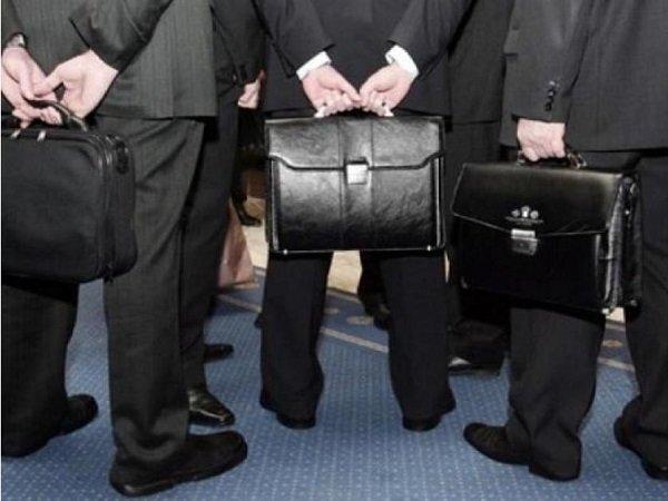 Путин запретил госслужащим обладать зарубежными активами через третьих лиц