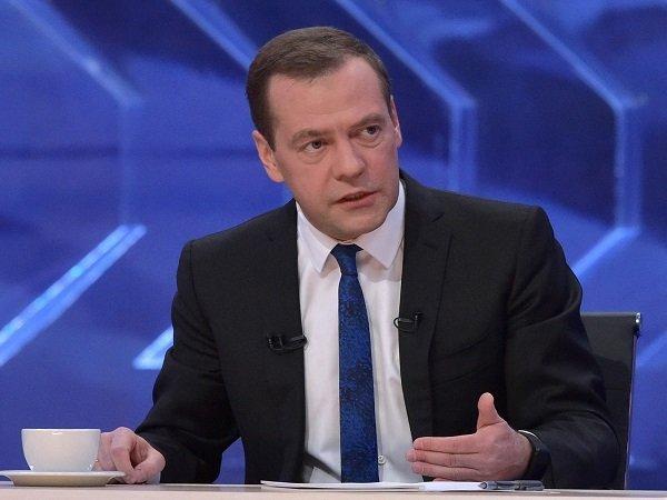 «Дефицит вложений денег ипаралич кредитов препятствуют экономическому росту»— Медведев